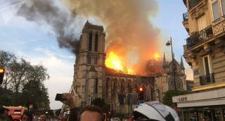 نوتردام، سمبل فرانسه در آتش سوخت