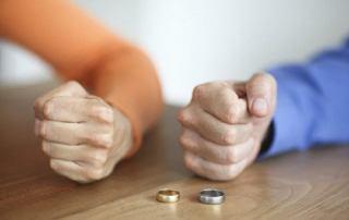 اگر زن درخواست طلاق دهد و مرد راضی نباشد