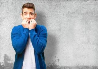 8 نشانه عجیب که می گویند شما بیش از حد اضطراب دارید !