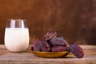 رژیم شیر و خرما برای کاهش وزن 7 الی 15 کیلو در سه هفته