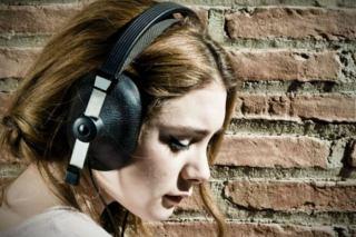 اگر از گوش دادن به موسیقی غمگین لذت می برید، بخوانید